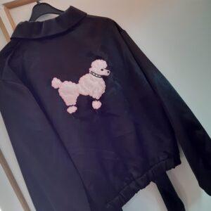Bonte Koe Verhuur Maasland - Zwart Grease jasje met poedel Pink ladies